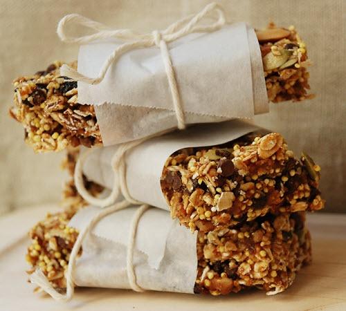 Reteta batoane cu cacao, fructe si cereale pentru micul dejun