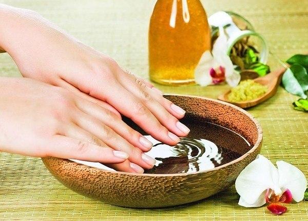 Tratamente naturiste pentru cresterea si intarirea unghiilor