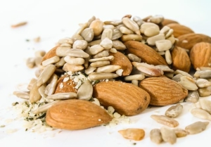 almonds-sunflower-seeds-hemp-seeds-flax