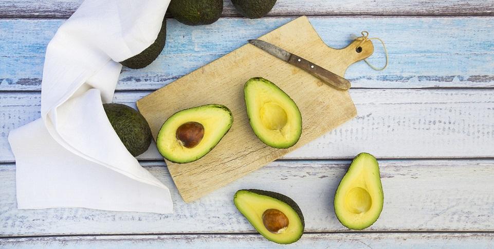 de ce sa consumi samburele de avocado