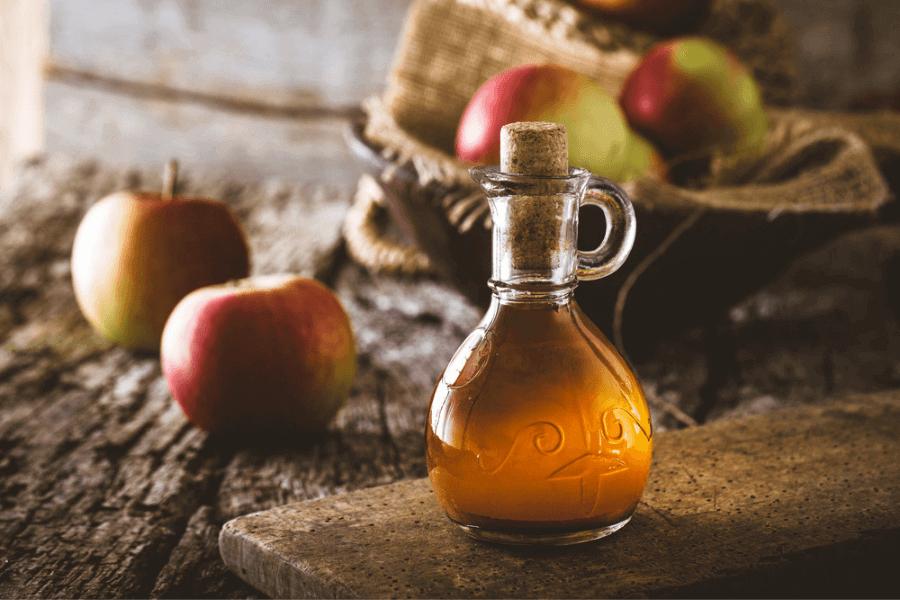 Ce se întâmplă în organism când consumi oțet din cidru de mere cu mamă?