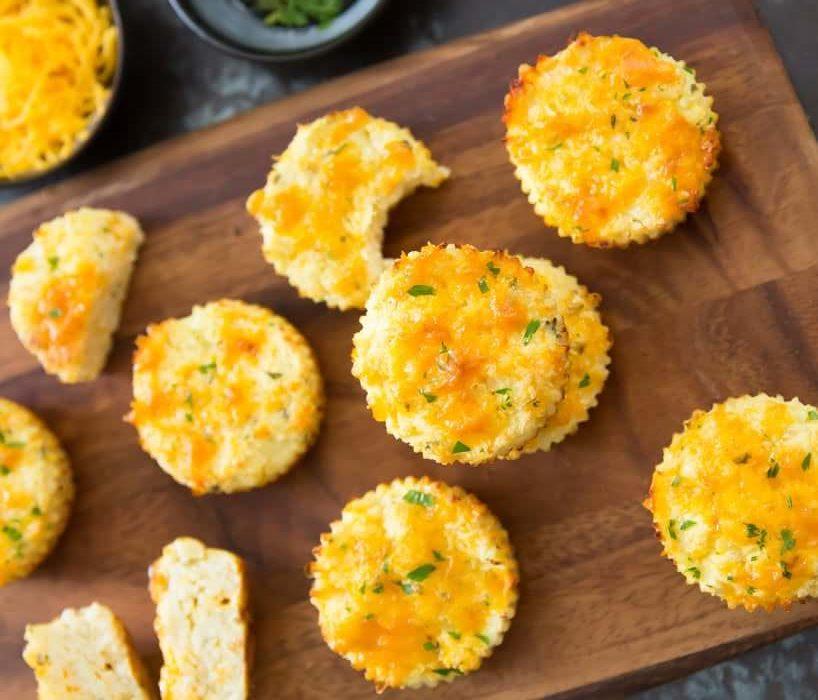 Brioșe cu brânză Cheddar