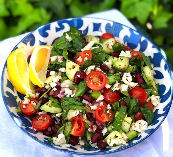 Salată mediteraneană cu spanac