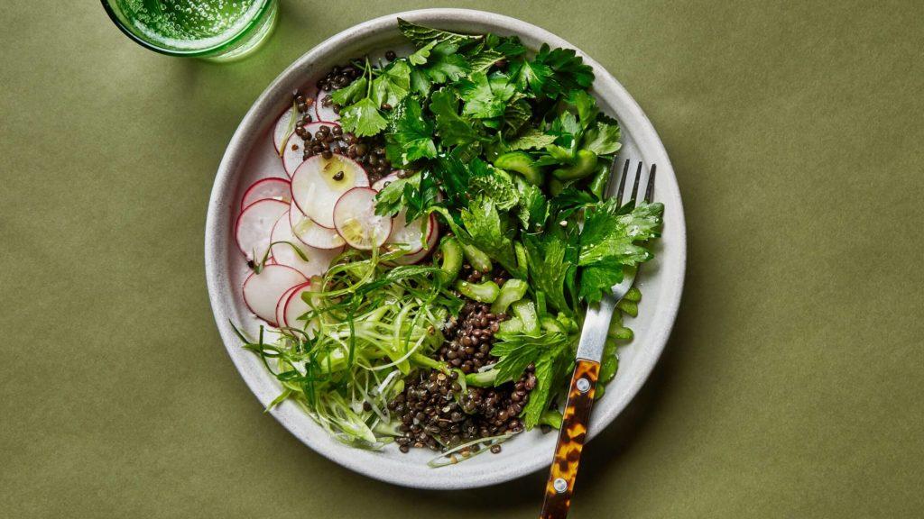 Linte marinată cu legume trase la tigaie