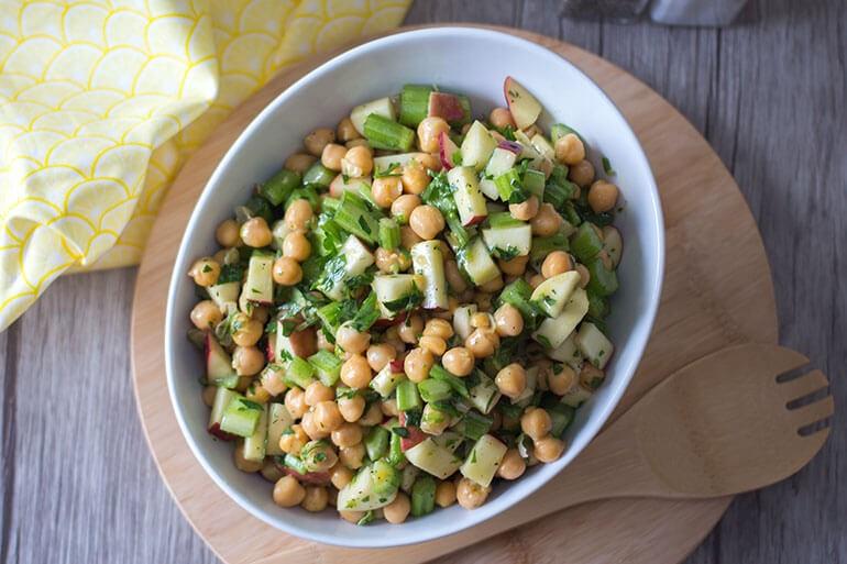 Salată cu năut și verdețuri
