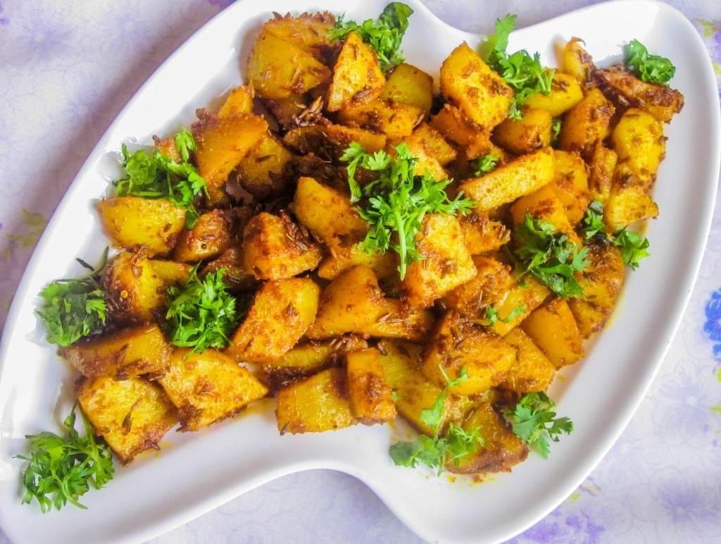 Cartofi cu semințe și pulbere de chimion