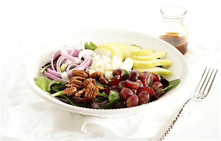 Salată cu brânză feta și pere