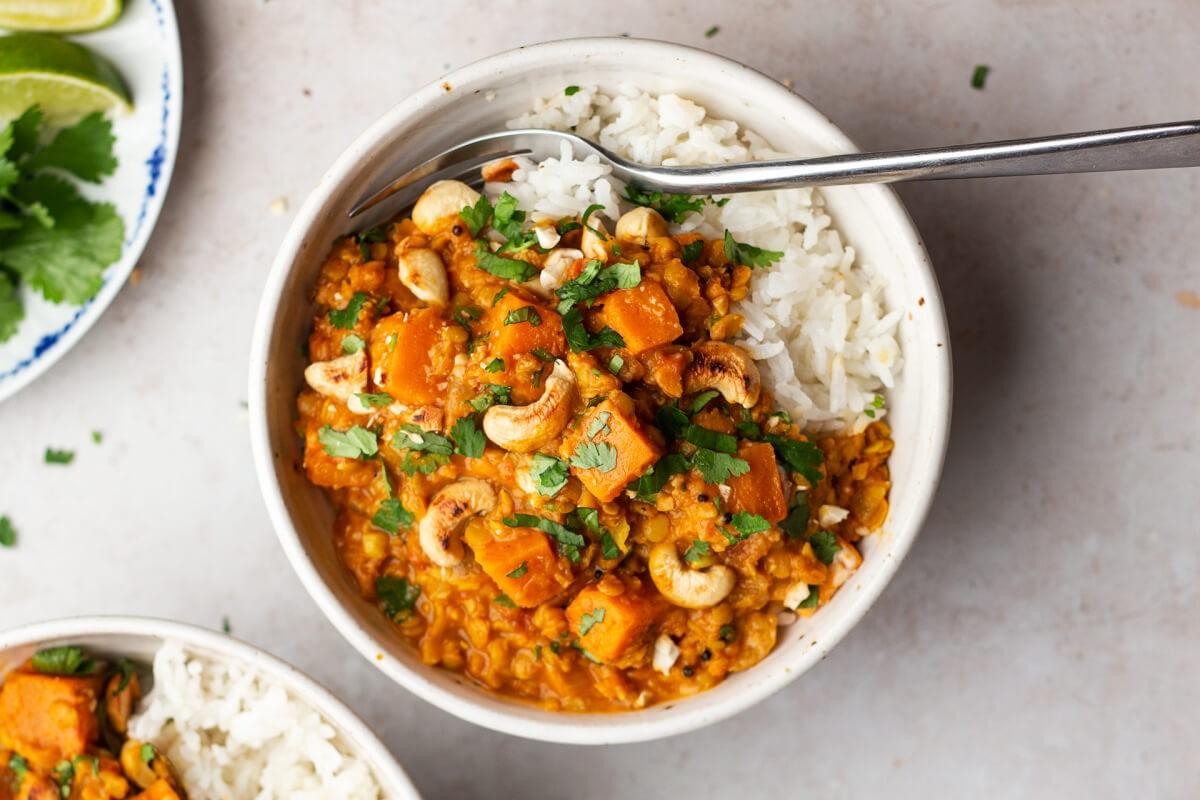 Curry cu linte și cartofi dulci