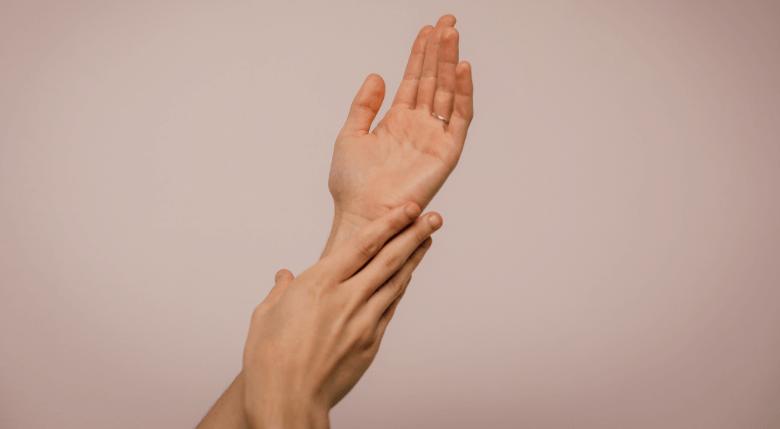 tratament pentru maini cu ulei de ricin